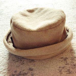 Beige fleece winter folded bucket hat